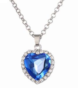 Sjøblått krystallsmykke
